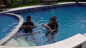 Training mit Putu im Pool