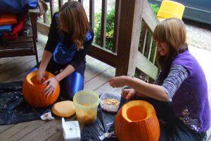 us-hs-TW79098-Halloween-Traditionen-kennenlernen-mit-Gastschwester
