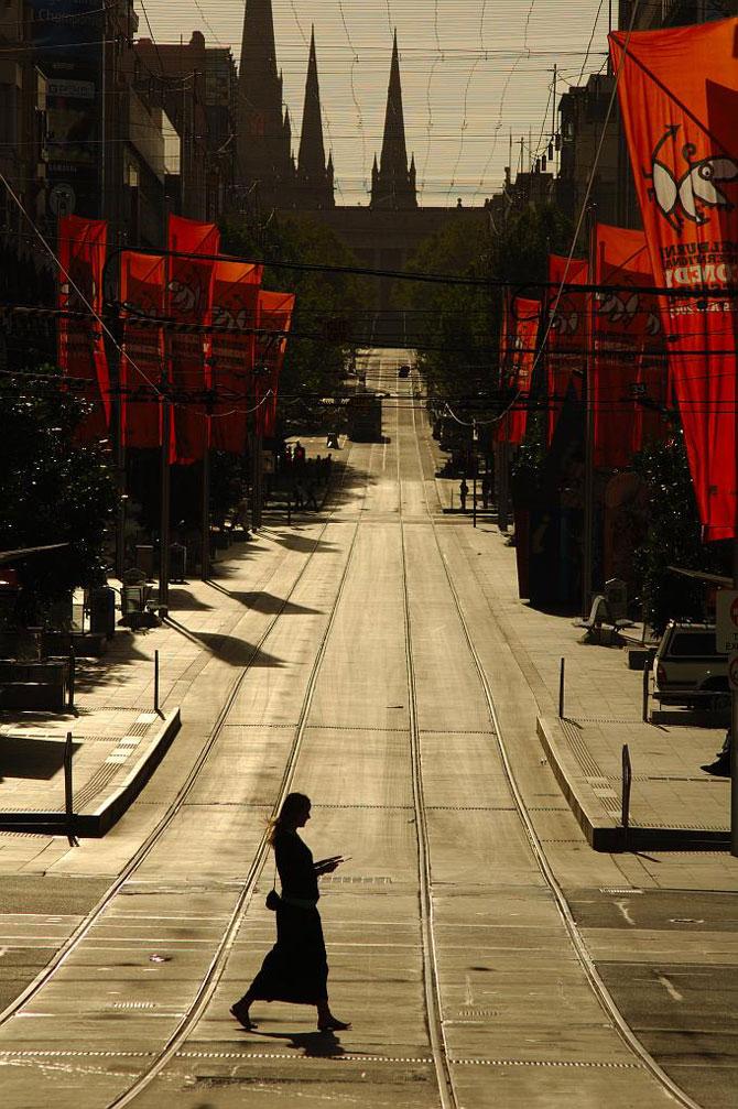 Melbournes Straßen gegen die Sonne