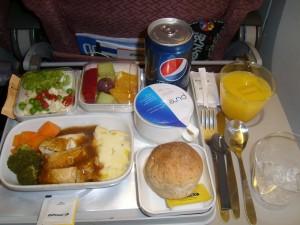 nz-hs-TW71351-Essen im Flugzeug