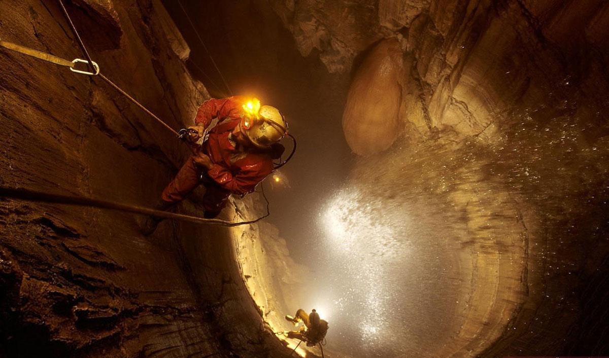 Voronya Höhle