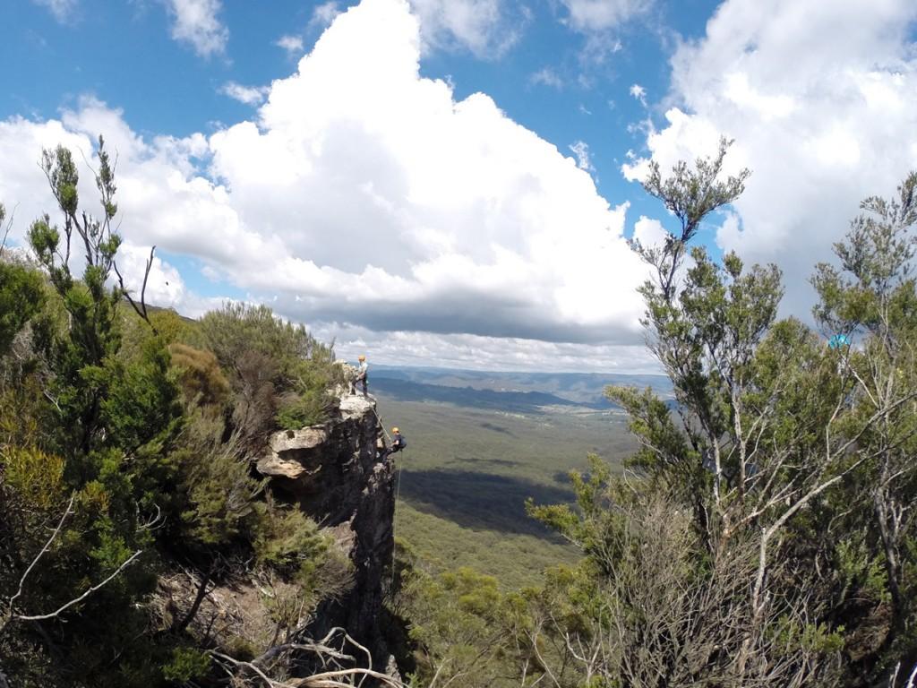 Abseiling in den Blue Mountains – 30-Meter-Klippe im Hintergrund