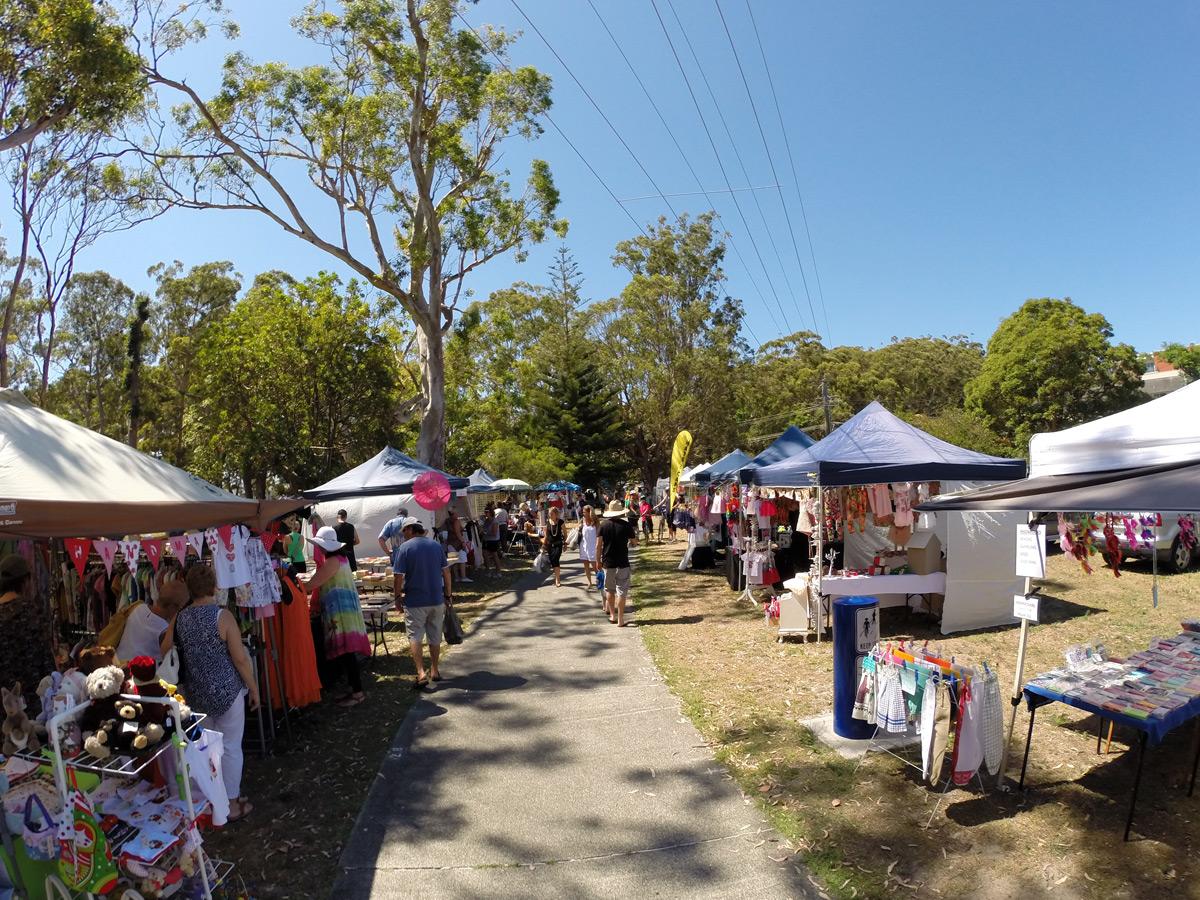 Sonntags-Flohmarkt in Nelson Bay