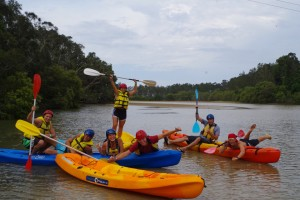 Nachmittags beim Kayaking im Fluss