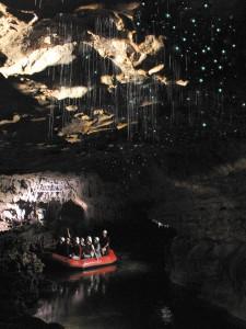 Mit dem Schlauchboot durch die Höhle