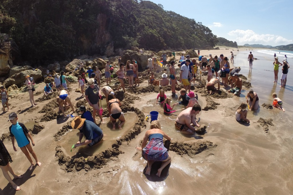 Der übervölkerte Teil vom Hot Water Beach