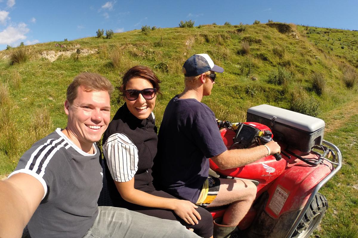 Mit dem Quad auf der Schaffarm unterwegs
