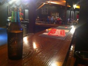 Feierabend-Bier an der hauseigenen Bar