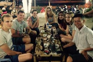 Feierabend-Bier mit Viet und den Volontären