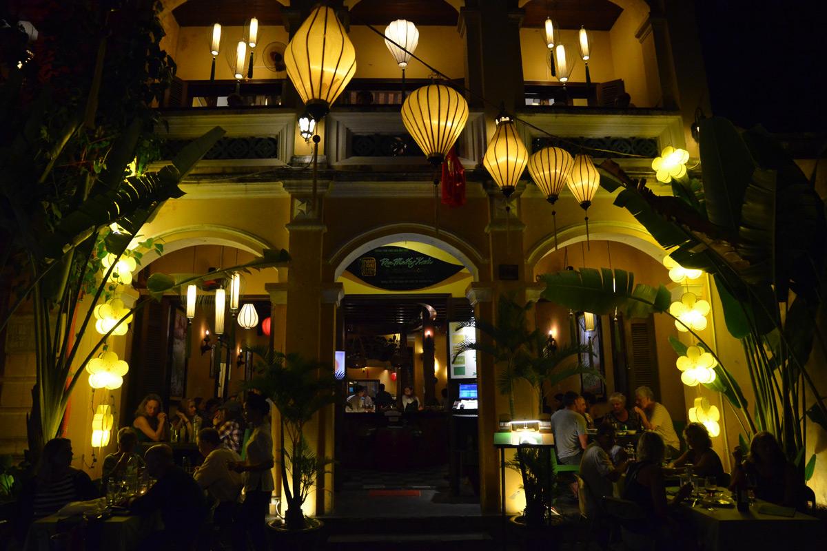 Alle Restaurants sind atmosphärisch beleuchtet