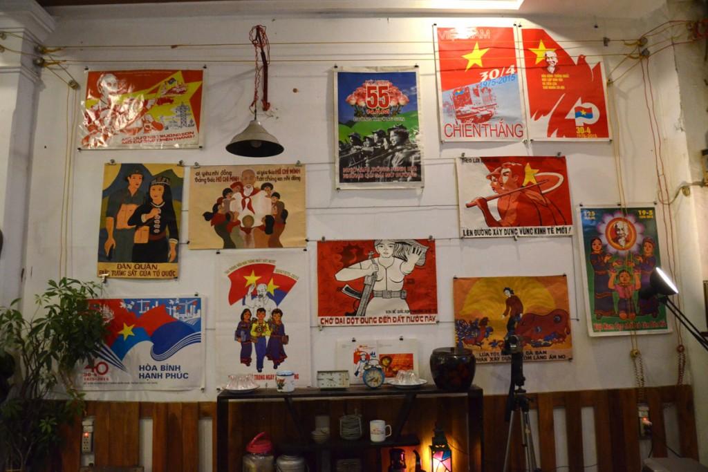 Diese Bar in Hue ist stylish dekoriert mit nostalgischen Propaganda-Postern