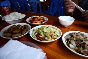 Ergiebiges Mittagessen in einem der Bergdörfer