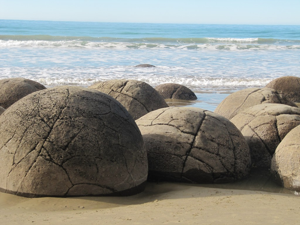 nz-hs-TW90007-Moeraki boulders