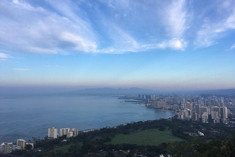 1614254-AP-USA-Nach-einem-Hike-hatte-ich-einen-unbeschreiblicher-Ausblick-über-Honululu,-Hawaii-an-einem-warmen-Februarmorgen.