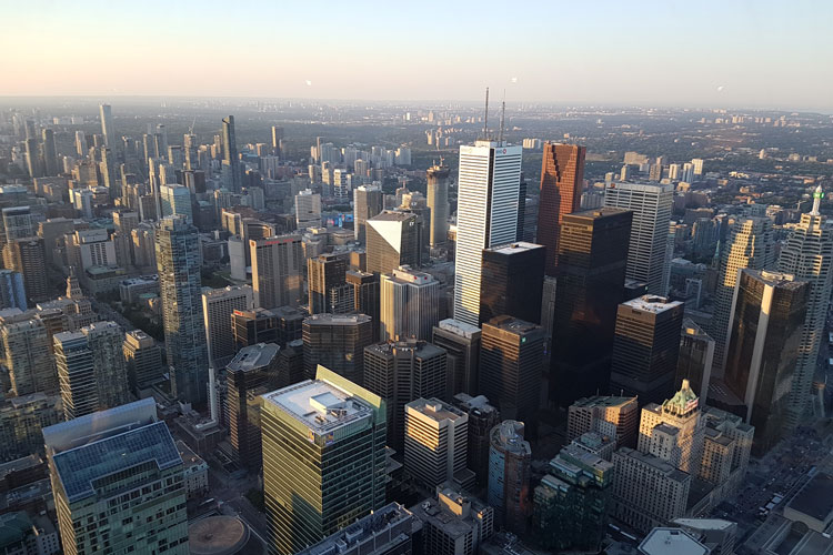1645272-AL-Toronto-Bianca-Fitzon-4.-Ausblick-vom-CN-Tower---553-Meter-über-der-Stadt-Toronto