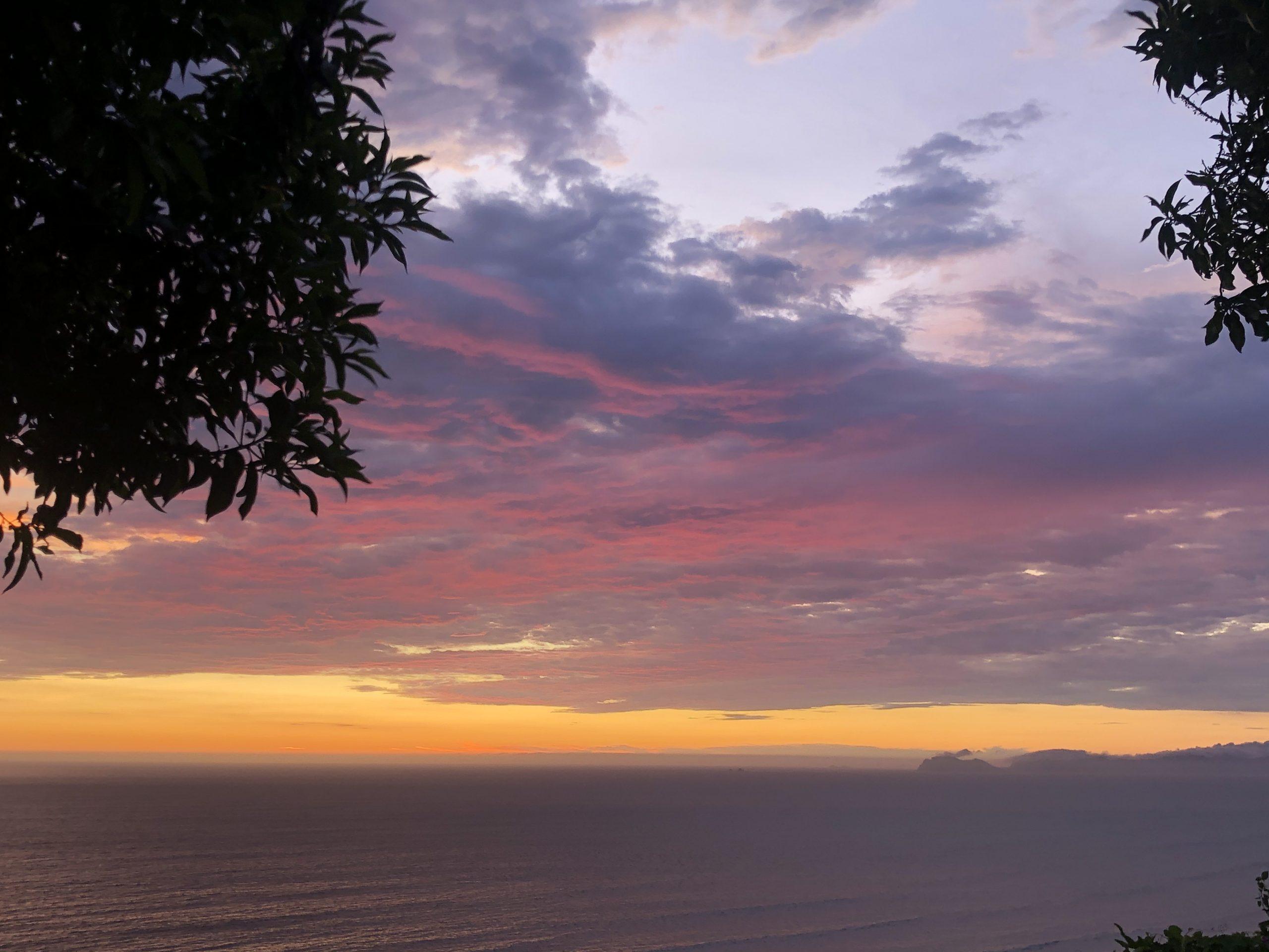 Sonnenuntergang über dem Meer.