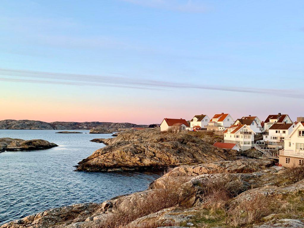 Küste mit Häusern