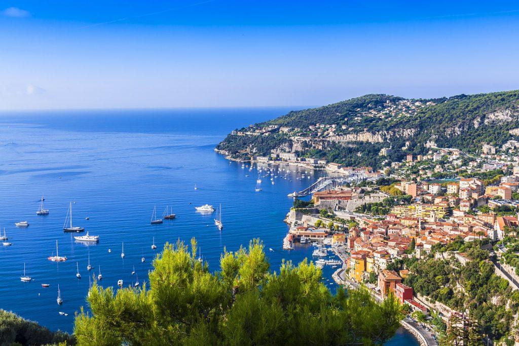 Stadt an der Côte d'Azur